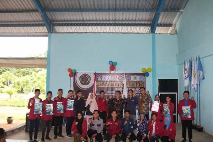 225 Pimpinan dan Anggota dari 7 HIMAPRODI di Lingkungan FKIP Unimuda Sorong dilantik