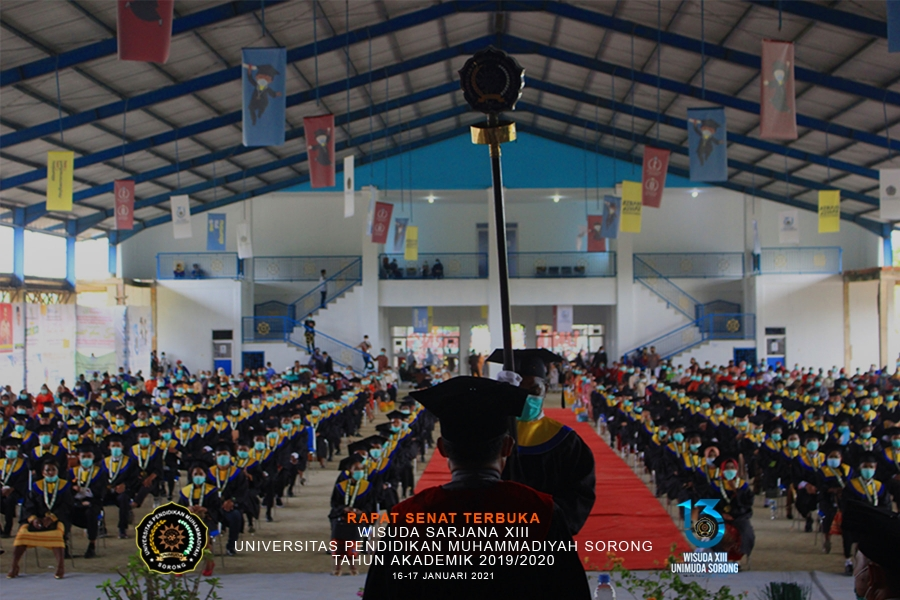 369 WISUDAWAN FKIP UNIMUDA SORONG IKUTI PROSESI WISUDA DENGAN MENERAPKAN PROKES