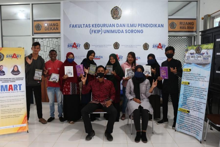 FKIP Unimuda Sorong Berikan Penghargaan Kepada Para Pemenang KDMI dan NUDC Tingkat Universitas