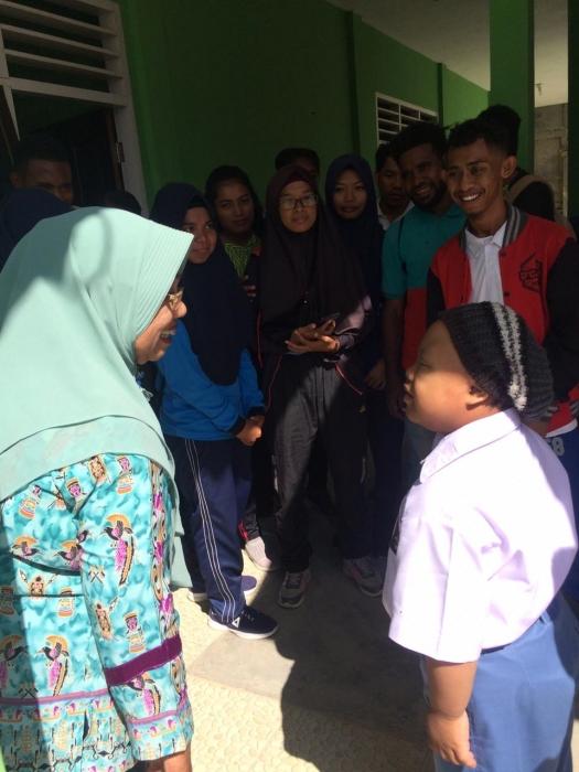 MAHASISWA PENDIDIKAN JASMANI FKIP UNIMUDA SORONG KULIAH PRAKTIK PENDIDIKAN INKLUSI DI SMPLB KOTA SORONG