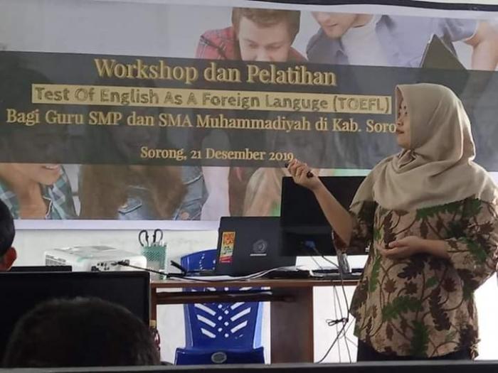 Prodi Pendidikan Bahasa Inggris FKIP Unimuda Sorong Gelar Pelatihan TOEFL bagi Guru SMP dan SMA Muhammadiyah Kabupaten Sorong